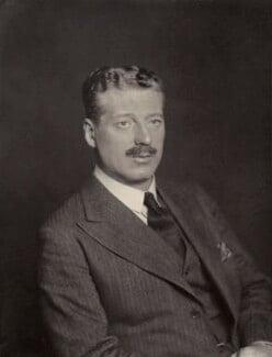 Gerald Chester Kearley, 2nd Viscount Devonport, by Walter Stoneman - NPG x167117