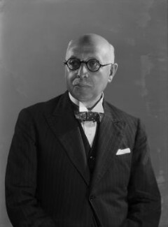 Sir Walter Samuel Kinnear, by Bassano Ltd - NPG x155717