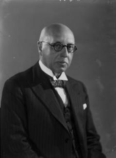 Sir Walter Samuel Kinnear, by Bassano Ltd - NPG x155718