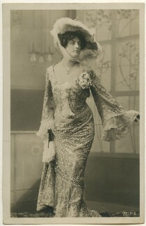 Unknown actress, by Unknown photographer, 1904 - NPG Ax160449 - © National Portrait Gallery, London