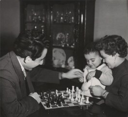Tigran Vartanovich Petrosian and Rona Yakovlevna Avinezar with their son, by Ida Kar - NPG x135026