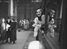 Pat Paterson at Waterloo Station leaving for Hollywood, by Edward Malindine, for  Daily Herald - NPG x135054