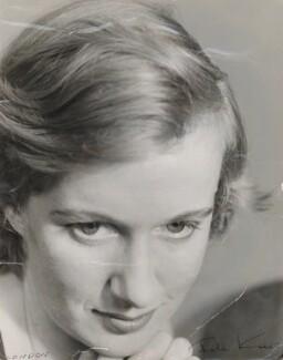 Gillian Ayres, by Ida Kar, 1956 - NPG x135226 - © National Portrait Gallery, London