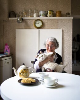 Judith Kerr with her cat Katinka, by Sam Pelly, March 2011 - NPG  - © Sam Pelly / National Portrait Gallery, London