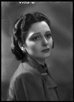 Lady Elizabeth Hester Mary von Hofmannsthal (née Paget), by Bassano Ltd, 18 April 1939 - NPG x156218 - © National Portrait Gallery, London