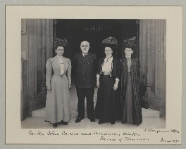 John Elliott Burns with American visitors to the House of Commons, by Sir (John) Benjamin Stone, June 1908 - NPG x135550 - © National Portrait Gallery, London