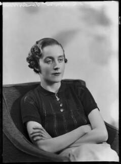 Hon. Barbara Mary Vandernoot (née Cokayne), by Bassano Ltd - NPG x104383