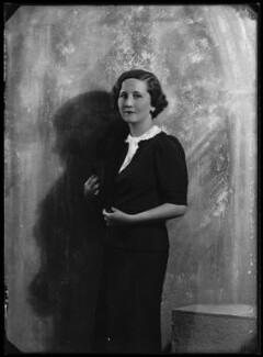 Dorothy (née Downing, later Gundersen), Viscountess Tarbat, by Bassano Ltd, 30 June 1934 - NPG x105047 - © National Portrait Gallery, London