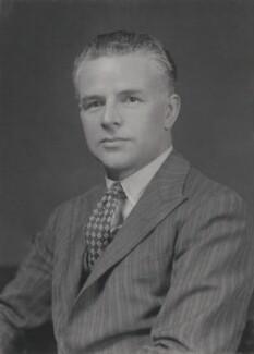 Harold Munro Fox (né Fuchs), by Walter Stoneman - NPG x167638