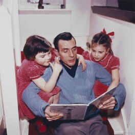 Eric Sykes with his daughters, Susan Sykes and Catherine ('Kathy') Sykes, by Bob Collins, 1959 - NPG x136315 - © estate of Bob Collins / National Portrait Gallery, London
