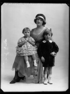Gwladys (née Sutherst), Marchioness Townshend with her children, by Bassano Ltd - NPG x158475