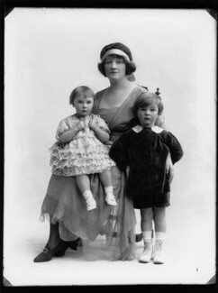 Gwladys (née Sutherst), Marchioness Townshend with her children, by Bassano Ltd - NPG x158476