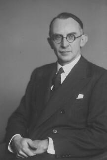 Sir Thomas Ingram Kynaston Lloyd, by Walter Stoneman - NPG x168992