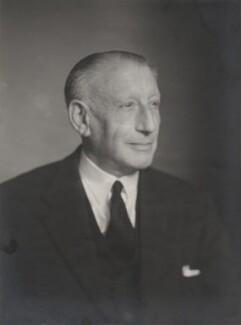 Sir Basil Ferdinand Jamieson Schonland, by Walter Stoneman - NPG x185184