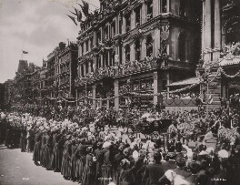 Queen Victoria's Diamond Jubilee Procession in Cheapside - The Royal Carriage passing the Gresham Insurance Co's offices and Christ's Hospital boys cheering the Queen, by London Stereoscopic & Photographic Company, 22 June 1897 - NPG P1700(27) - © National Portrait Gallery, London