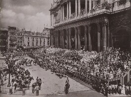 Queen Victoria's Diamond Jubilee Procession - In front of St Paul's Cathedral, by London Stereoscopic & Photographic Company - NPG P1700(28)