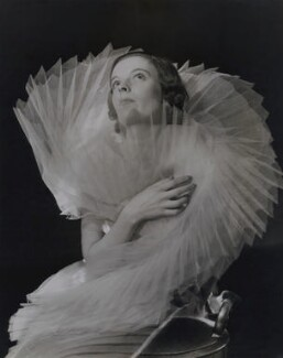 Unknown fashion model, by Francis Goodman, circa 1936-1937 - NPG x137226 - © National Portrait Gallery, London
