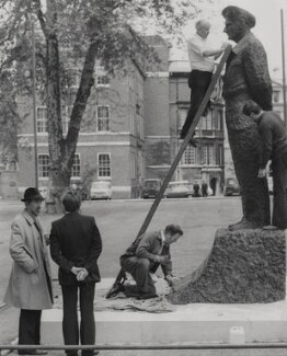 Oscar Nemon supervising the installation of his statue of Field Marshal Viscount Montgomery, for Keystone Press Agency Ltd - NPG x184150