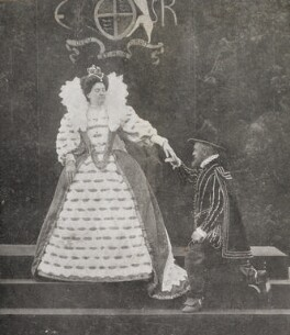 Mrs H. Batchelor as Queen Elizabeth I and an unknown man as Thomas Radcliffe, 3rd Earl of Sussex at the Warwick Pageant, by Unknown photographer - NPG P1700(85a)