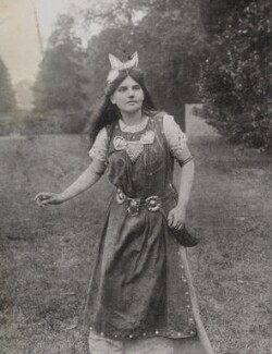 Unknown woman as Myfanwy at the Warwick Pageant, by Unknown photographer - NPG P1700(85b)