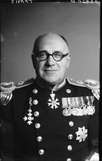 Sir Edward Wilfrid Harry Travis, by Walter Stoneman - NPG x188409