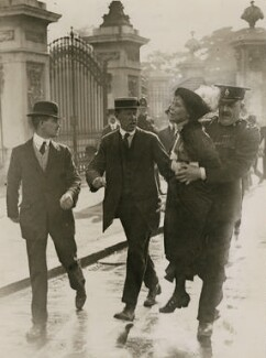 Emmeline Pankhurst's arrest at Buckingham Palace, by Central Press - NPG x137688