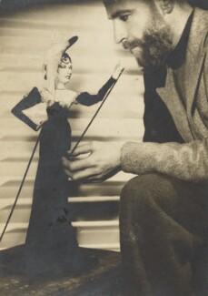 Angus McBean with Mae West model, by Angus McBean - NPG Ax183860