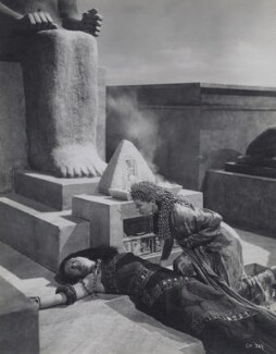 Flora Robson as Ftatateeta and Vivien Leigh as Cleopatra in 'Caesar and Cleopatra', by Wilfrid Newton - NPG x137973