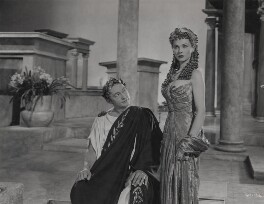 Claude Rains as Julius Caesar and Vivien Leigh as Cleopatra in 'Caesar and Cleopatra', by Wilfrid Newton - NPG x137979