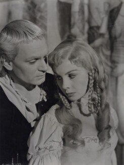 Laurence Olivier as Hamlet and Jean Simmons as Ophelia in 'Hamlet', by Wilfrid Newton, 1948 - NPG x137987 - © reserved; collection National Portrait Gallery, London