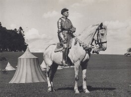 Laurence Olivier as Henry V in 'Henry V', by Hans Wild - NPG x194151