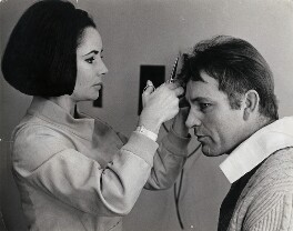 'Liz Taylor cuts Burton's hair', by William Lovelace, for  Daily Express - NPG x139881