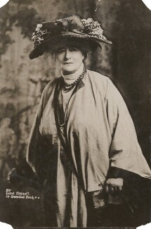 Ellen Terry, by Lena Connell (later Beatrice Cundy) - NPG x198244