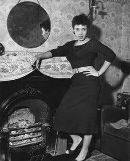 Shirley Bassey, by John Pratt - NPG x198360