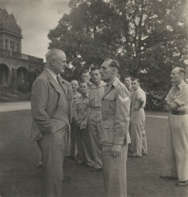 Archibald Percival Wavell, 1st Earl Wavell talking to a British Corporal on the lawn at the Viceregal Lodge, India, by Cecil Beaton - NPG x198494