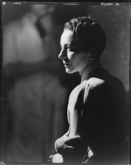 Gladys Calthrop, by Howard Coster - NPG x10499