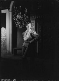 John Gielgud as Romeo in 'Romeo and Juliet', by Howard Coster, 1935 - NPG  - © National Portrait Gallery, London