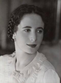 Joyce Mary McLean (née Jack), Countess Howe (later Lichirie), by Bassano Ltd - NPG x83638
