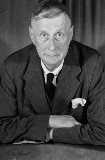 L.S. Lowry, by Ida Kar, 1954 - NPG x125071 - © National Portrait Gallery, London