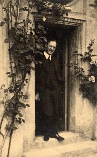 Walter de la Mare, by Lady Ottoline Morrell, June 1924 - NPG x46604 - © National Portrait Gallery, London