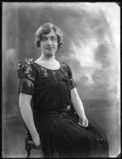 Lilah Assanti (née O'Brien), by Bassano Ltd, 30 January 1922 - NPG x37373 - © National Portrait Gallery, London