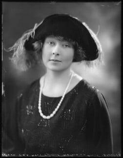 Hon. Sybil Nancy Bowly (née Holmes à Court), by Bassano Ltd - NPG x121400