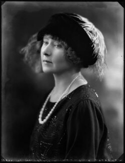 Hon. Sybil Nancy Bowly (née Holmes à Court), by Bassano Ltd - NPG x121401