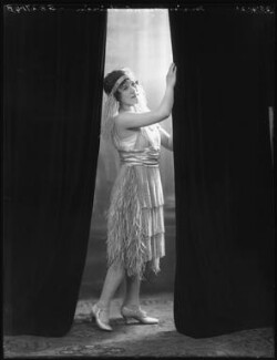 Mona Vivian, by Bassano Ltd, 25 April 1921 - NPG x101335 - © National Portrait Gallery, London