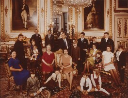 The official Silver Wedding group photograph of Queen Elizabeth II and Prince Philip, Duke of Edinburgh, by Thomas Patrick John Anson, 5th Earl of Lichfield, 26 December 1971 - NPG x26200 - © Lichfield