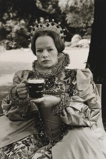 Glenda Jackson as Queen Elizabeth I in 'Mary, Queen of Scots', by Terry O'Neill - NPG x34557