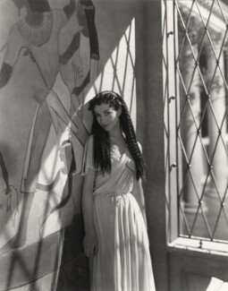 Vivien Leigh as Cleopatra on the set of 'Caesar and Cleopatra', by Cecil Beaton - NPG x14129