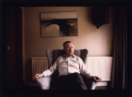 Sir Fred Hoyle, by Geoff Howard - NPG x126104