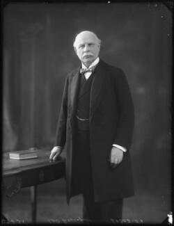 Hudson Ewbanke Kearley, 1st Viscount Devonport, by Bassano Ltd - NPG x123201