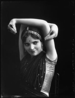 Roshanara (Olive Craddock) in her Snake Dance, by Bassano Ltd, 1913 - NPG  - © National Portrait Gallery, London